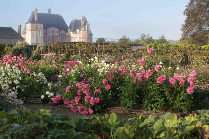 A La Bussière,le jardin est à la française et le potager du XIIIeest classé Jardin remarquable.