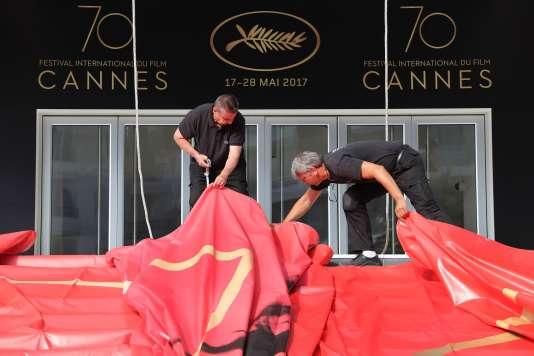 Préparatifs au Palais des festivals à Cannes, le 15 mai 2017.
