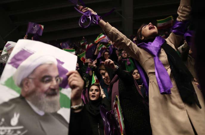 Des soutiens d'Hassan Rohani, le président iranien sortant, lors d'un meeting à Ardabil, au nord-ouest de l'Iran,le 17 mai.