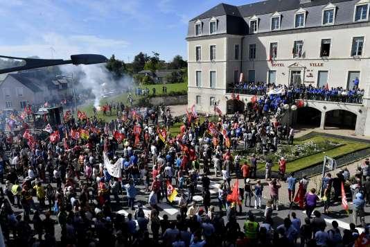 Manifestation en soutien aux salariés de GM&S à La Souterraine, mardi 16 mai. / AFP / GEORGES GOBET
