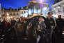 Des agriculteurs manifestent devant la préfecture de la Sarthe, au Mans, le 11 mai.