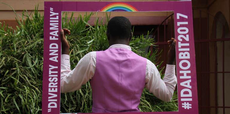 Un membre de la communauté LGBT au cours de l'événement organisé pour la Journée internationale contre l'homophobie et la transphobie, à Kampala, le 17 mai 2017.