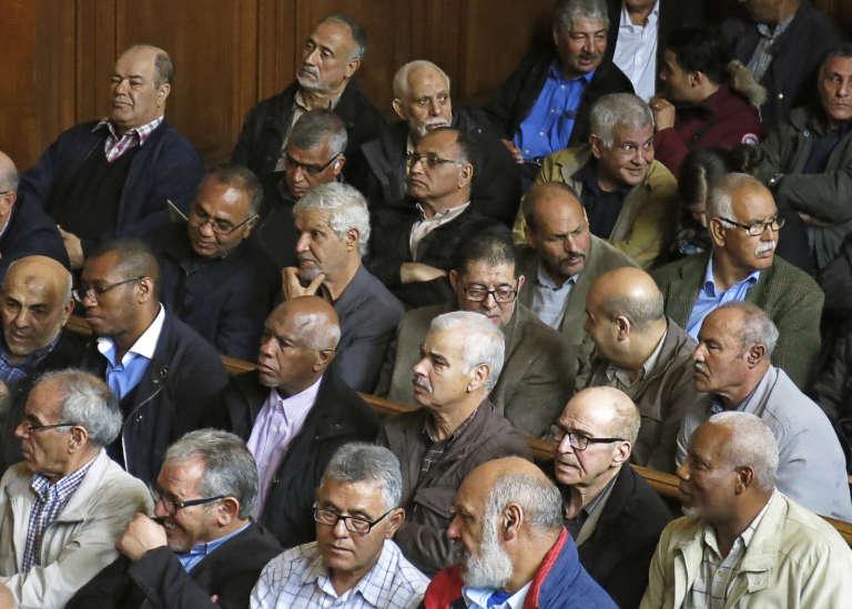 A Paris, le 15 mai 2017, procès en appel de la SNCF contreles «chibanis», ces travailleurs marocains immigrés des années 1970 qui ont fait condamner la compagnie ferroviaire française à leur verser des dommages et intérêts pour discrimination.