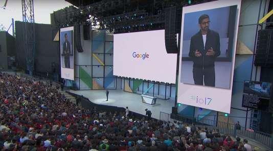 Sundar Pichai sur la scène de la keynote Google I/O 2017.