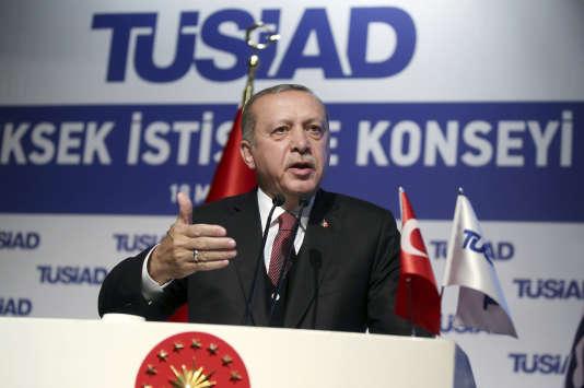 Recep Tayyip Erdogan a réintégré le parti au pouvoir après presque trois ans d'absence.