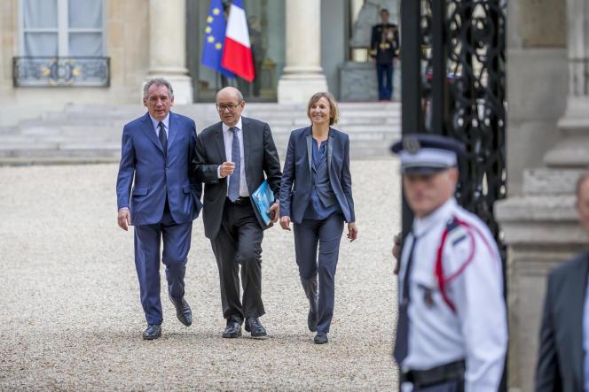 François Bayrou, Jean-Yves Le Drian et Marielle de Sarnez participent au Conseil des ministres au Palais de l'Elysée à Paris, jeudi 18 mai.