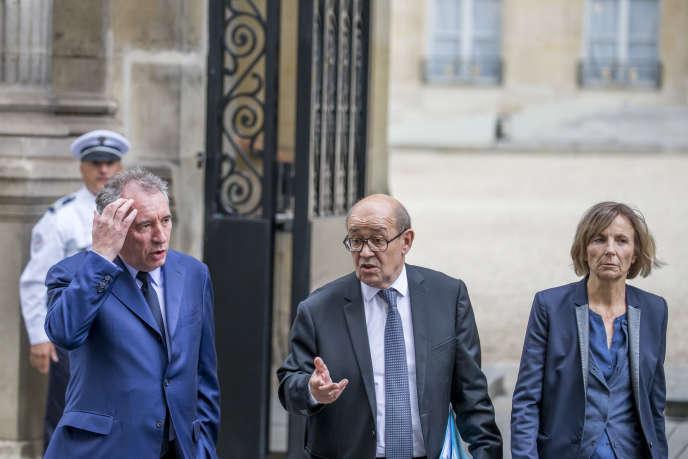 François Bayrou, ministre de la justice, Jean-Yves Le Drian, ministre des affaires étrangères, et Marielle de Sarnez, ministre chargée des affaires européennes au Palais de l'Elysée à Paris, le 18 mai.