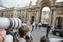 La presse image est tenue à l'écart de la cour du Palais de l'Elysée à Paris, lors du conseil des ministres, jeudi 18 mai 2017.