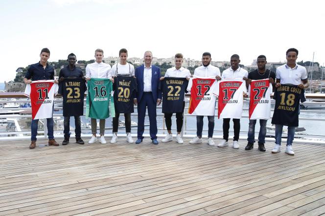 Les recrues du marché estival des transferts 2015 de l'AS Monaco, avec le vice-président Vadim Vasilyev. Hormis Thomas Lemar, aucune ne s'est véritablement imposé dans la Principauté.
