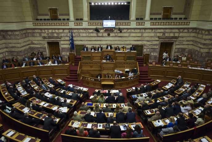 Le premier ministre grec Alexis Tsipras prononce un discours pendant une session du Parlement à Athènes, le 18 mai.