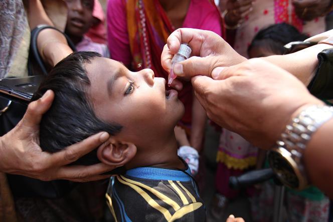 Durant les Journées de vaccination, en Inde, quelque 170 millions d'enfants reçoivent les trois gouttes du vaccin contre la polio.