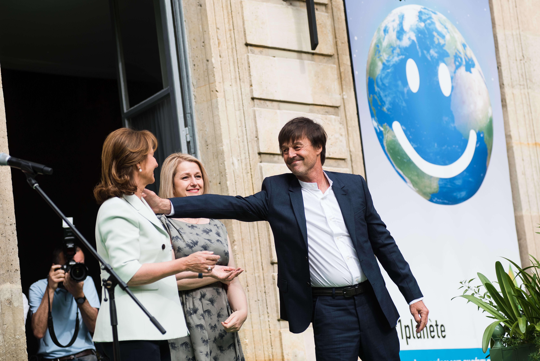 Nicolas Hulot, nouveau ministre d'Etat à la transition écologique et solidaire, a lancé un vibrant hommage à la«dame courage» Ségolène Royal, à qui il succède.