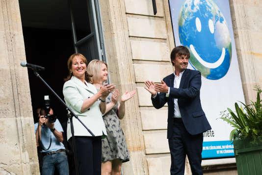 Passation des pouvoirs au ministère de l'écologie entre Ségolène Royal et Nicolas Hulot, en présence de Barbara Pompili, le 17 mai.