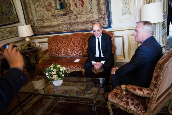 © Julien Muguet pour Le Monde, Paris, France le 17 mai 2017 - Passation de pouvoir au Ministere des Affaires Etrangeres entre Jean Marc Ayrault et Jean Yves Le Drian.