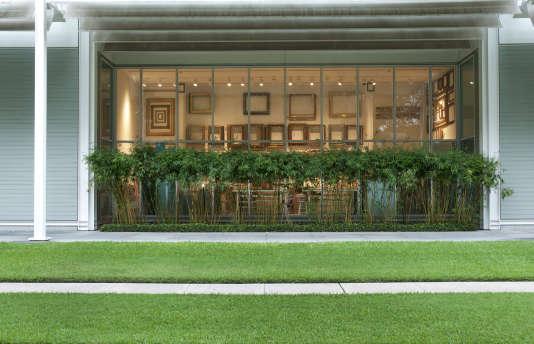 Le bâtiment signé Renzo Piano se trouve au cœur d'un grand parc.
