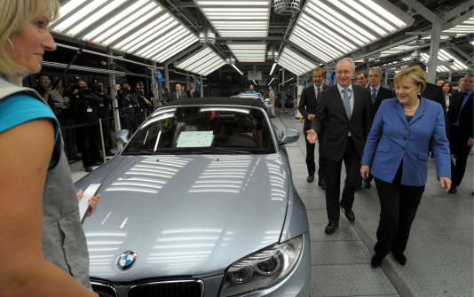 Angela Merkel visite l'usine BMW de Leipzig, le 5 novembre 2010.