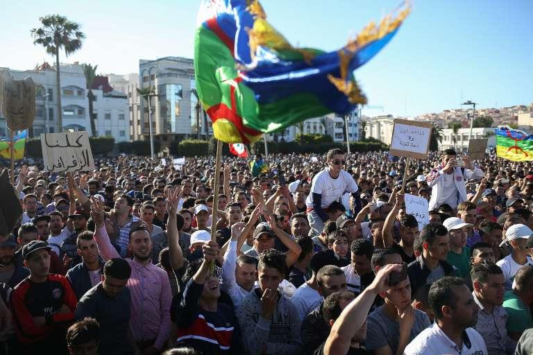 Manifestation contre la corruption, la répression et le chômage dans la ville d'Al-Hoceima, dans le nord du Maroc, vendredi 18 mai 2017.