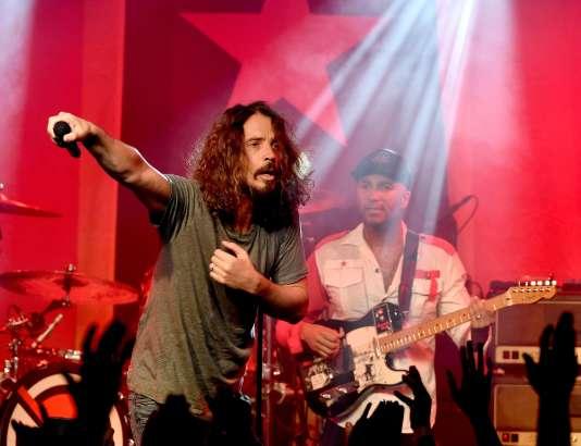 Le chanteur et guitariste américain Chris Cornell sur scène à Los Angeles, le 20 janvier 2017.