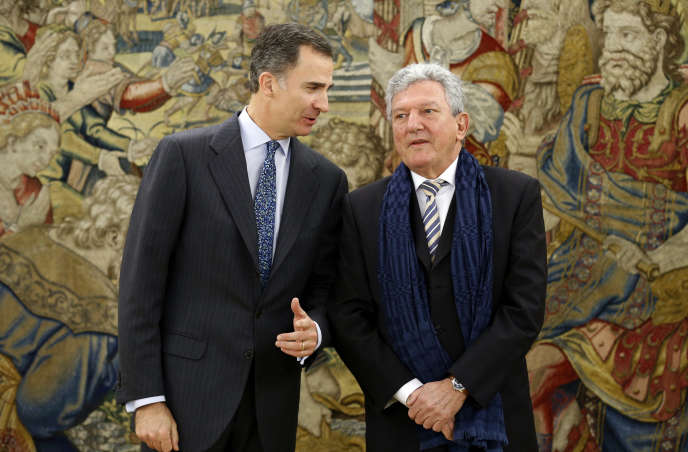 Le député Pedro Quevedo (à gauche), aux côtés du roi d'Espagne, Felipe VI, à Madrid en janvier 2016.