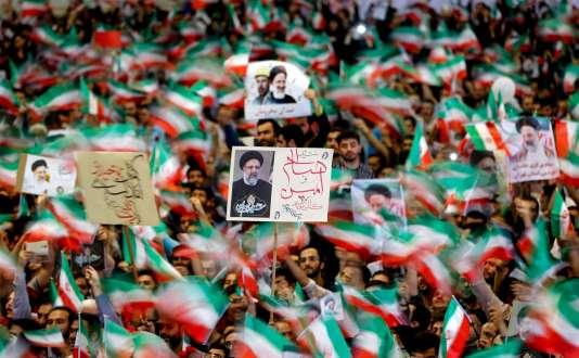 Des partisans du candidat à l'élection présidentielle Ebrahim Raisi, à Téhéran le 16 mai.