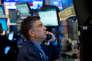 Des traders à la Bourse de New York, le 17 mai, quand le Dow Jones a clôturé en baisse de 1,8 %, sa plus forte chute journalière depuis l'élection de Donald Trump.