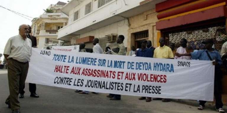 Manifestation à Dakar le 22 décembre 2004 pour demander toute la vérité sur l'assassinat de Deyda Hydara le 17 décembre 2004.