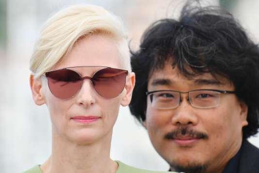 L'actrice Tilda Swinton et le réalisateur Bong Joon-ho pour le film«Okja» au 70eFestival de Cannes, le 19mai 2017.