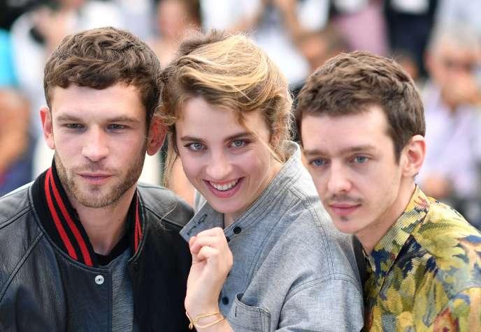 Les trois acteurs principaux du film de Robin Campillo, «120battements par minute», de gauche à droite : Arnaud Valois, Adèle Haenel et Nahuel Perez Biscayart, au 70eFestival de Cannes, le 20 mai 2017.