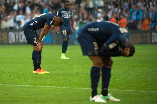 Les Bastiais, abattus après leur défaite à Marseille qui les envoie en Ligue 2 la saison prochaine.