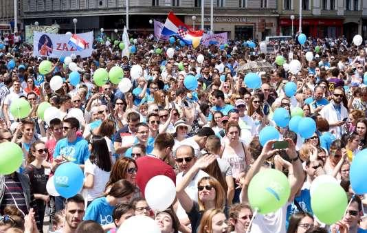 La « Marche pour la Vie », contre l'avortement,a réuni environ 15 000 personnes à Zagreb selon la police croate.