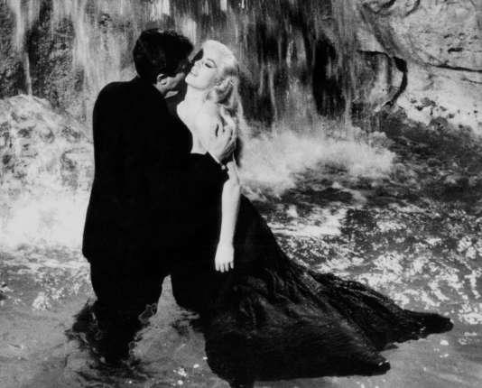 Les acteurs Marcello Mastroianni et Anita Ekberg lors du tournage de «La Dolce Vita», à Rome en 1960.