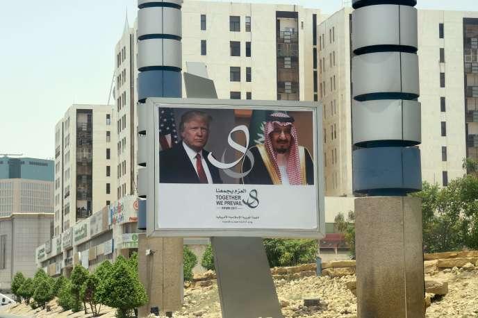 Panneau de bienvenue au président américain à Riyad, le 19 mai.