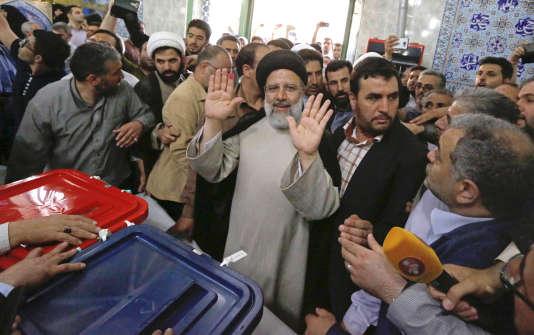 Ebrahim Raisi après son vote à Téhéran le 19 mai.