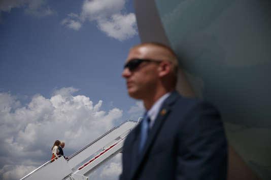 Le couple présidentiel américain monte à bord de l'Air Force One, le 19 mai.