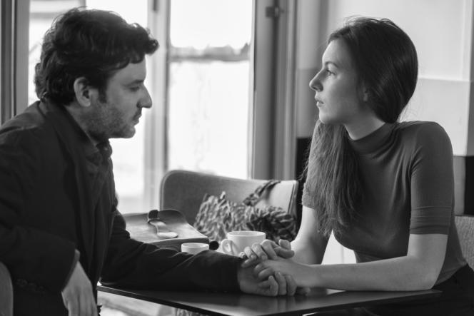 Eric Caravaca etLouise Chevillotte dans le film français de Philippe Garrel,«L'Amant d'un jour».