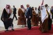 Le président américain Donald Trump accueilli par le roi Salman lors de son arrivée à Riyad (Arabie saoudite), le 20 mai.
