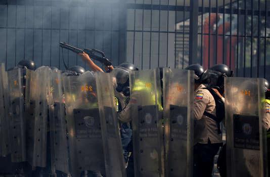 Depuis le début des marches contre Nicolas Maduro, on compte des centaines de blessés et quelque 2200 personnes interpellées.