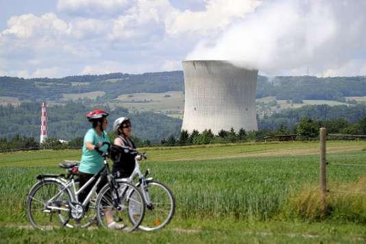 Cyclistes près de la centrale atomique de Leibstadt, dans le nord de la Suisse, le 22 mai 2011.
