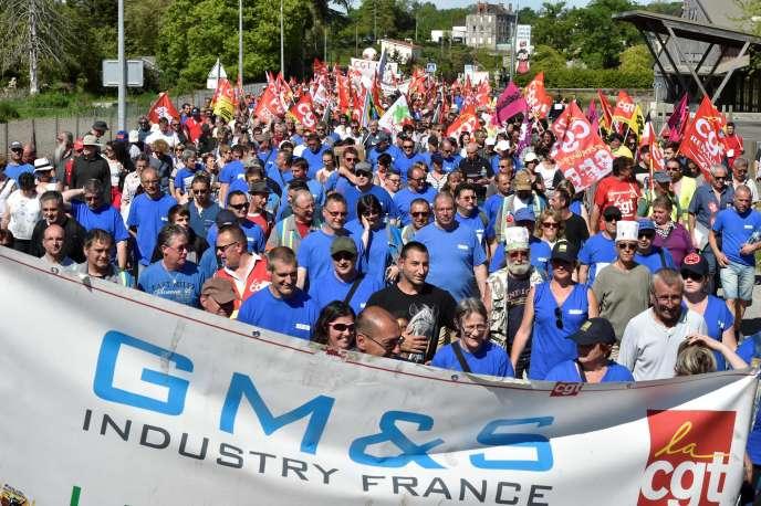 Manifestation d'employés de GM&S Industry, menacée de liquidation, demandant un plan de soutien de l'usine deLa Souterraine, dans le centre de la France, le 16 mai 2017.