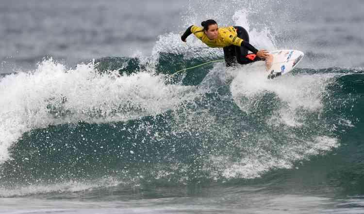 La meilleure surfeuse française, Johanne Defay, a terminé, avec un score de10,43points, deuxième des championnats du monde des nations de surf. Elle est troisième au classement du circuit professionnel de la World Surf League.
