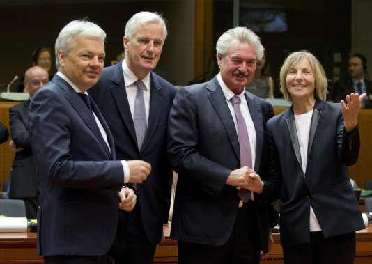 De gauche à droite : le ministre des affaires étrangères belge, Didier Reynders, le négociateur en chef de l'UE pour le Brexit, Michel Barnier, le ministre des affaires étrangères luxembourgeois, Jean Asselborn, et la ministre chargée des affaires européennes française, Marielle de Sarnez, lors d'une réunion des ministres européens à Bruxelles, lundi 22mai.