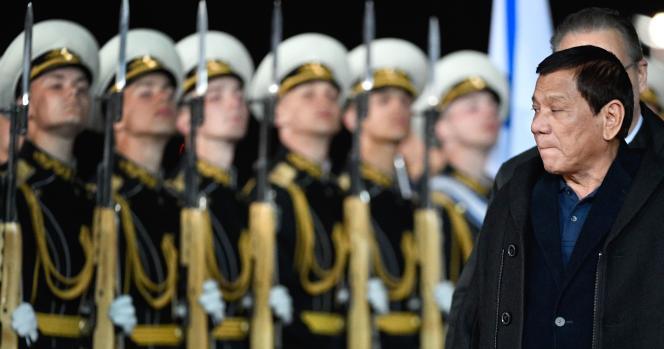 Le président philippin Rodrigo Duterte à son arrivée à Moscou.