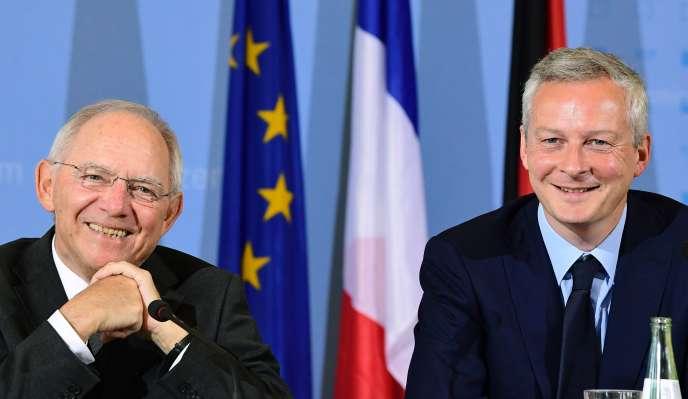 Le ministre des finances allemand, Wolfgang Schäuble(g), et le ministre de l'économie français, Bruno Le Maire, lors d'une conférence de presse à Berlin, le 22 mai.