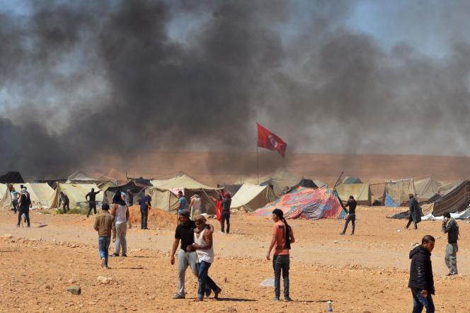 Confrontation entre des manifestants et les forces de l'ordre, à El-Kamour (Tunisie), le 22 mai.