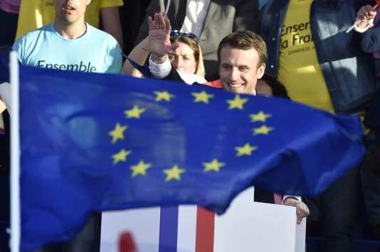 Emmanuel Macron, pendant l'entre-deux-tours de l'élection présidentielle, le 4 mai, à Albi.