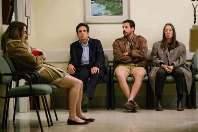 De gauche à droite : Grace Van Patten, Ben Stiller, Adam Sandler et Elizabeth Marvel dans le film américain de Noah Baumbach,«The Meyerowitz Stories (New and Selected)».