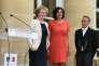 « Si la loi El Khomri a fait le choix de privilégier le niveau entreprise, elle a pu oublier qu'une condition de sa réussite passe par un renforcement des pouvoirs locaux des représentants du personnel». (Photo : Cérémonie de passation des pouvoirs au ministère du travail entre Myriam El Khomri (à droite) et Muriel Penicaud, à Paris, le 17mai).