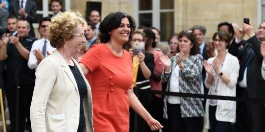 Passation de pouvoir entre Myriam ElKhomri et Muriel Pénicaud, le 17 mai, au ministère du travail.