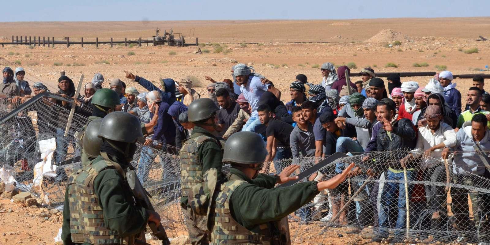 Manifestants à Al-Kamour, dans la région de Tataouine, dans le sud de la Tunisie, lundi 22 mai 2017.