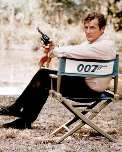 En 1972, sur le tournage de «Vivre et laisser mourrir» de Guy Hamilton, son premier James Bond.Il l'aura incarné à sept reprises, de «Live and Let Die» («Vivre et laisser mourir») en 1973, à «A View to a Kill» («Dangereusement vôtre») en 1985.